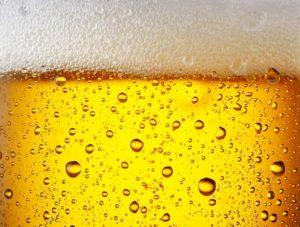 Perlendes Bier